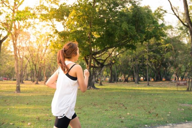 飯後隔段時間可以運動,但不建議做太過劇烈的運動。(取材自pexels)