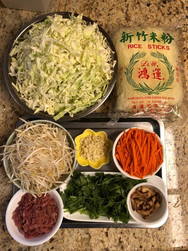 肉絲炒米粉材料