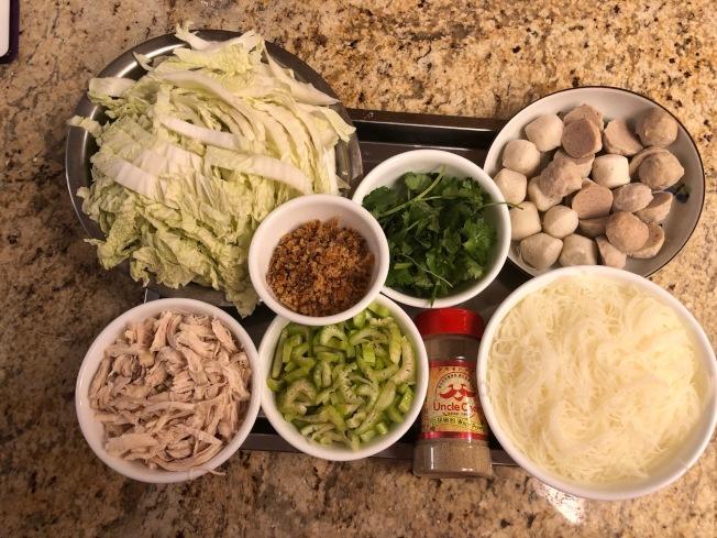 貢丸米粉湯材料