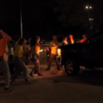 羅得島移民拘留所警民對抗  卡車衝示威者、噴胡椒水惹議