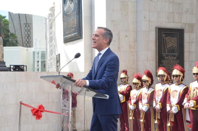 洛杉磯市長賈西提出席洛杉磯紀念體育場翻新揭幕儀式。(記者王全秀子/攝影)