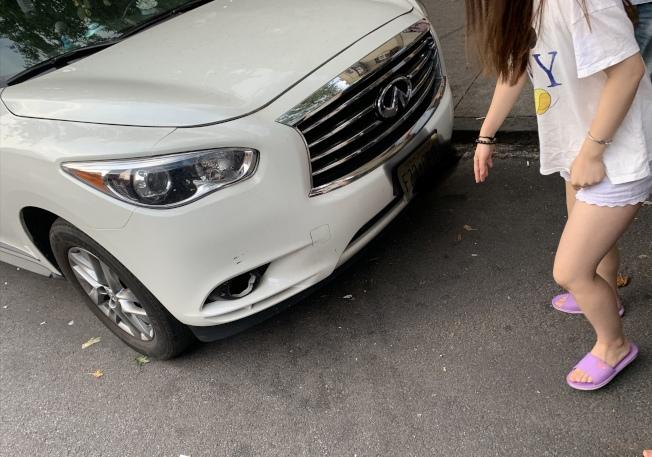 事發後張女士前往弟弟摔倒的現場查看,發現路面平整沒有可絆倒之物。(張女士提供)