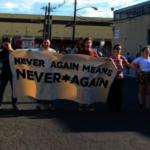 卡車爆衝、噴胡椒水…羅島州移民拘留所 爆警民對抗