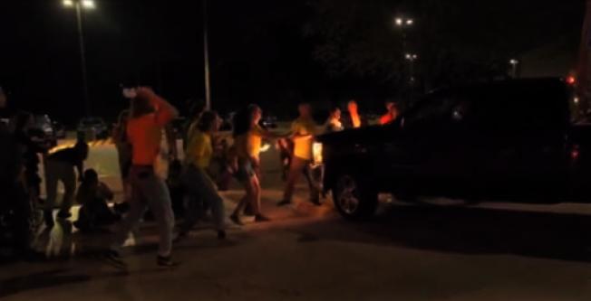羅德島Central Falls移民拘留所14晚爆發警民對抗和卡車強過人鏈事件。(Never Again Action臉書)
