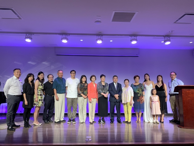 「啟揚活動中心」將開設多項教育與文化課程,左九起:陳麥潔明、顧雅明、徐朱留弟、甘台寧。