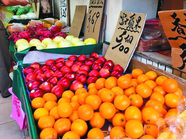 中醫師建議,選擇當令水果最佳,不要選擇太甜或太黏的水果,平性水果最優。本報資料照片
