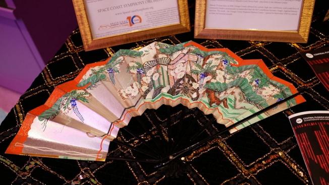 喜劇歌劇「天皇」(Mikado)在奧蘭多演出,同時展出日本文物和服飾。(劉程驥提供)