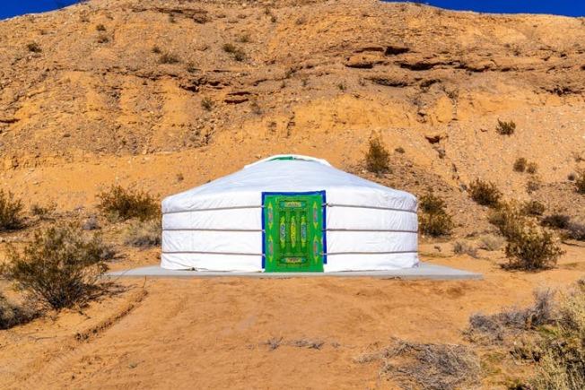 蒙古包可以住二人至四人,體驗大漠生活。(Camel Safari官網)