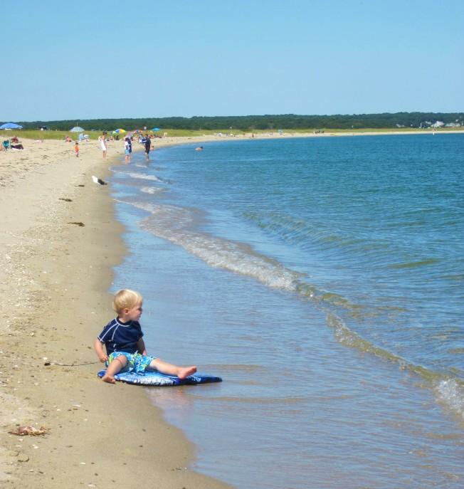 研究報告指麻州許多海灘細菌量超標,對游泳和戲水者有潛在安全危險。(記者唐嘉麗╱攝影)