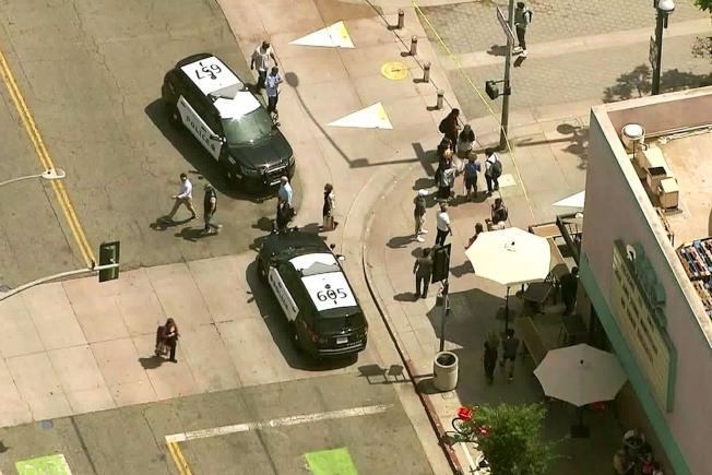 發生槍擊路口被警方封鎖。(美聯社/KTLA電視台)