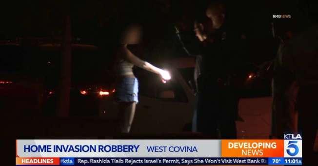 警員為被綑綁女子手腕拍照。(KTLA電視台)