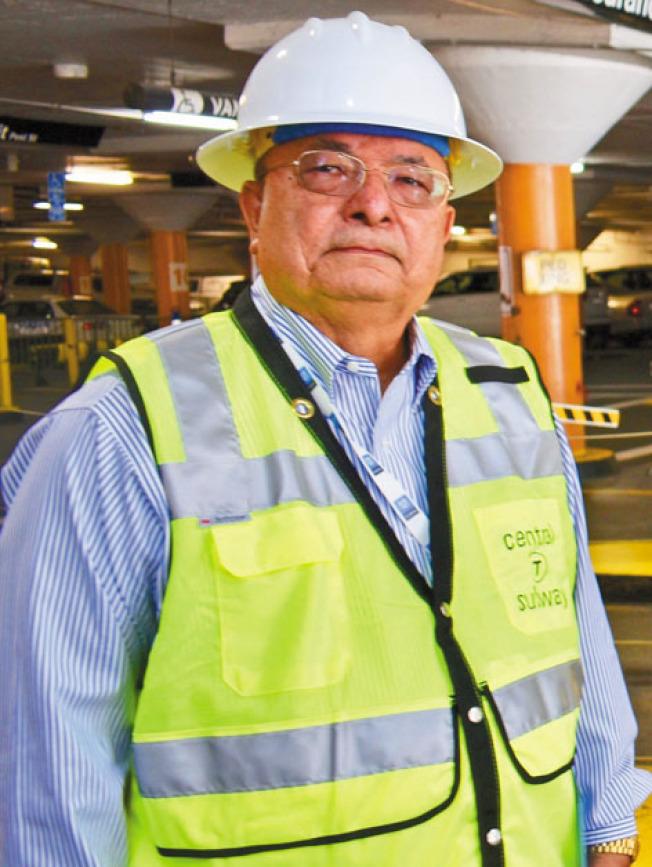 塔希爾表示自己當前重點放在未來幾周內恢復華埠市德頓街上的車道、泊車位和人行道。(記者黃少華/攝影)