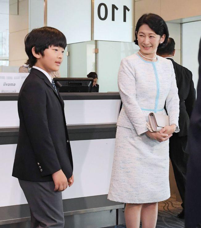日本12歲悠仁親王16日在母親紀子陪同下,搭機前往不丹訪問,這是他第一次的出國旅行。(Getty Images)