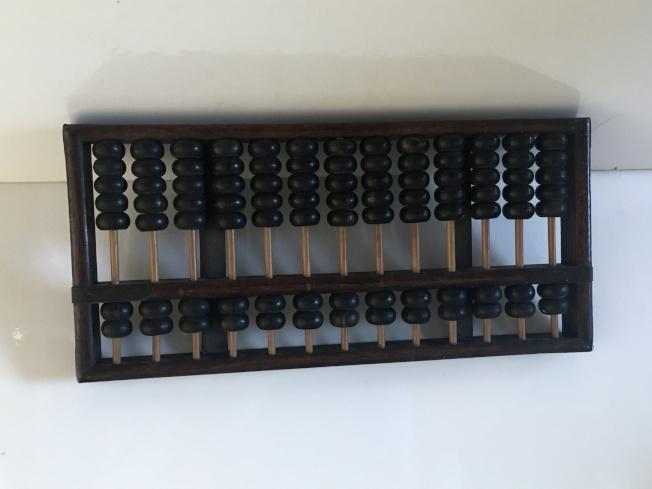 作者媽媽的算盤有七十年的歷史。