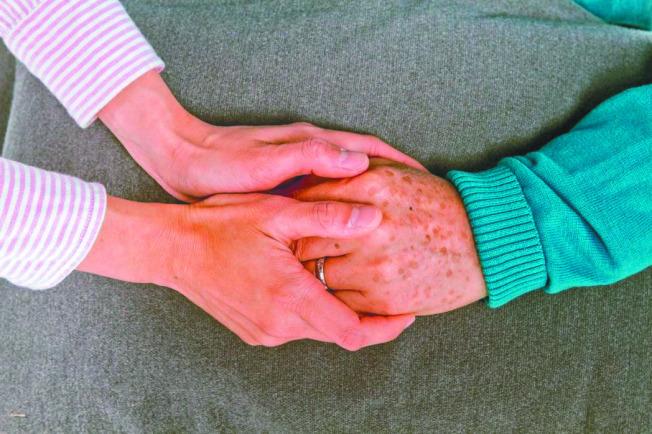 人類愈來愈長壽,得到失智症的機會也愈高,怎麼樣照顧失智家人,是每個人都該了解的議題。(本報資料照片)