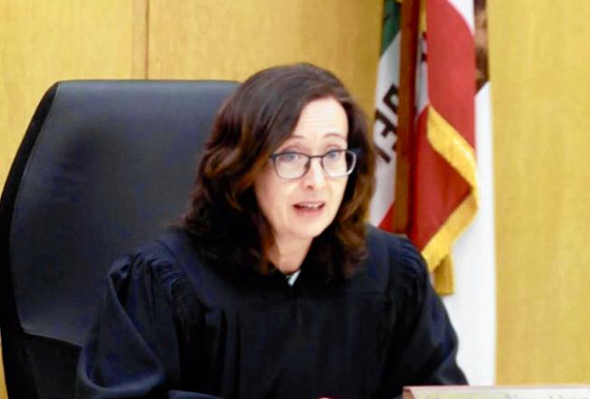 舊金山高等法院法官范艾肯在庭上解釋她釋放被告文森特的原因。(舊金山高等法院提供)