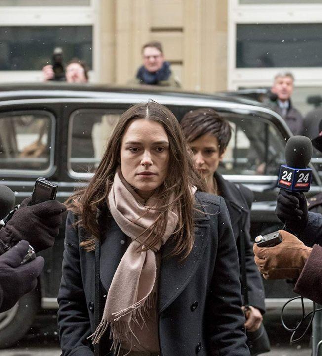 英國女星綺拉奈特莉在新片「瞞天機密」中,詮釋她大膽揭露英美政府非法行動的過程。(取材自IMDb)