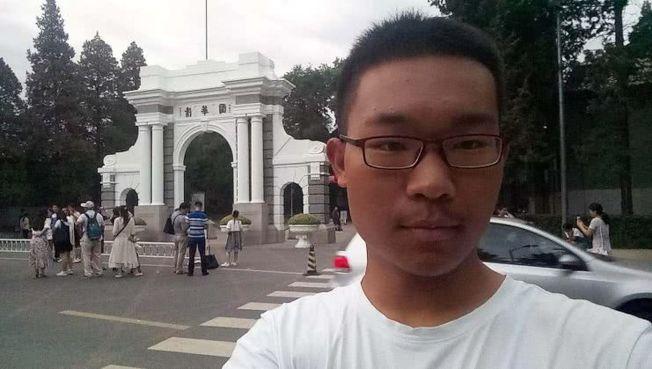 孟繁錕騎了1700餘里,從安徽到清華報到。(取材自北京日報)