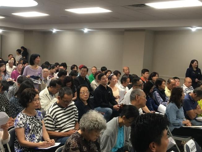由洛杉磯世界日報、北美華人會計師協會、國稅局合辦的「世界大講堂-美國財稅實務論壇」人潮爆滿。(記者謝雨珊/攝影)