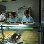 學童欠繳午餐費  學校處罰出新招:吃鮪魚三明治