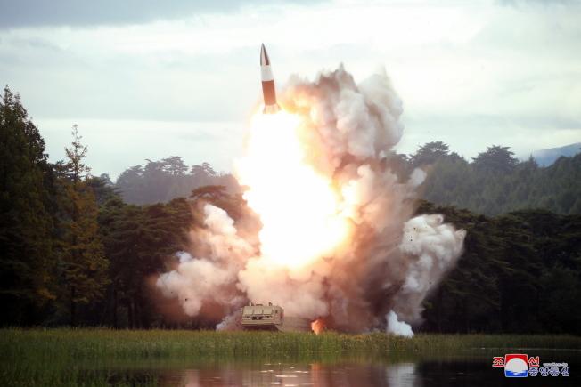 北韓可能在測試新式短程彈道飛彈,16日試射命中目標。(歐新社)