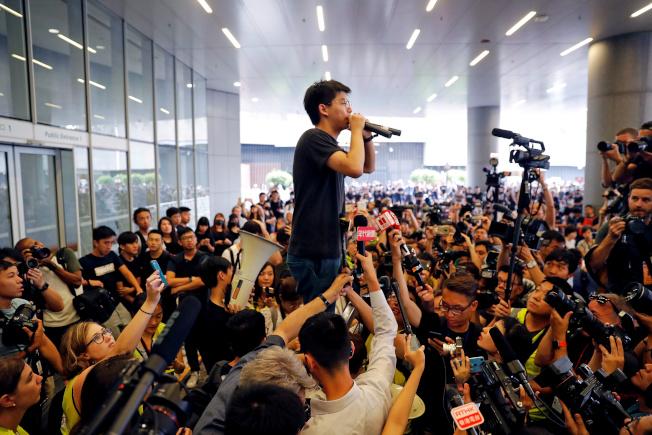 黃之鋒呼籲習近平親自到香港,聆聽示威者的訴求。(路透資料照片)