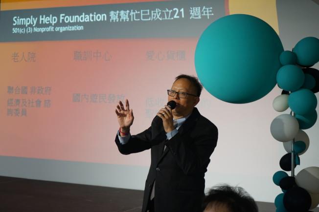 北美華人會計師協會會長梁俊鎧17日分享「共同申報準則(CRS)與報稅天堂的國家」。(記者陳開/攝影)