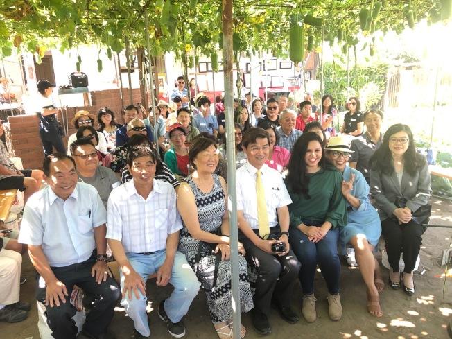 夏威夷花園市(Hawaiian Garden)的華人農場17日邀請社區代表參觀。(記者張宏/攝影)