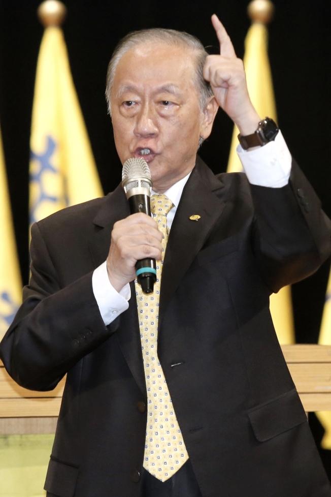 新黨17日舉行創黨26周年黨慶大會,黨主席郁慕明表示,兩岸政治對立未解,台灣如再不思解決之道,下一代必將陷入危險境地。(記者林伯東/攝影)