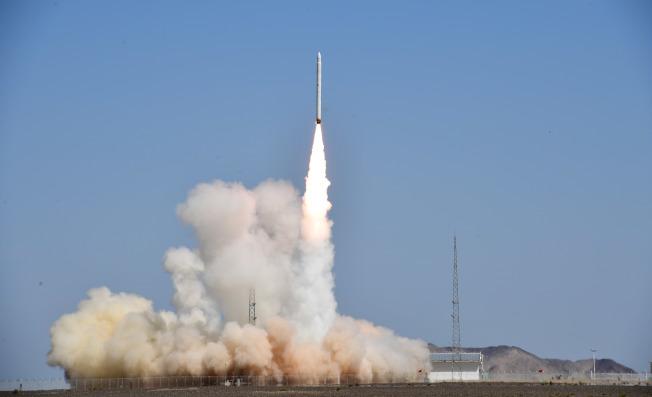 捷龍一號運載火箭「一箭三星」,17日在酒泉衛星發射中心成功發射。(新華社)