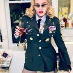 就是要嗨…瑪丹娜61歲大壽玩變裝 再現女皇霸氣