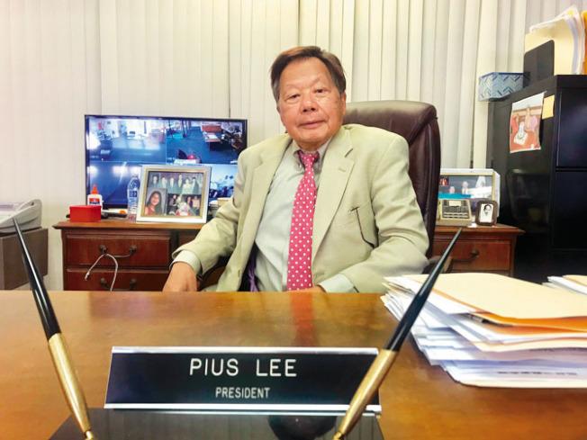 華埠街坊會主席李兆祥強調,以武力制止示威者暴力是警方責任。(記者黃少華/攝影)