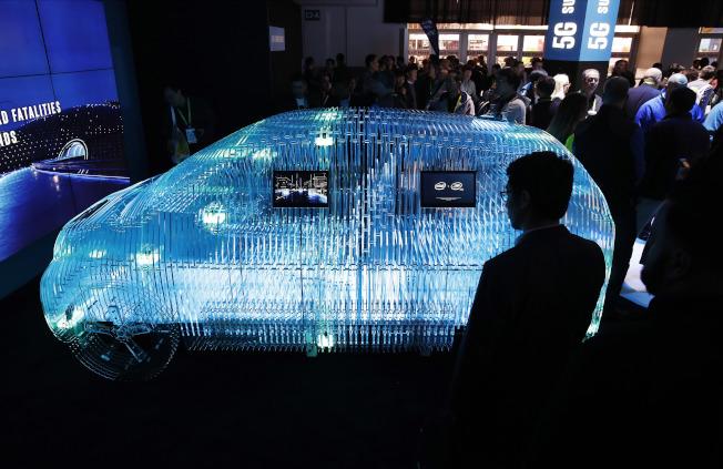 因應自駕時代來臨,汽車零件供應商也開發高科技產品。(美聯社)