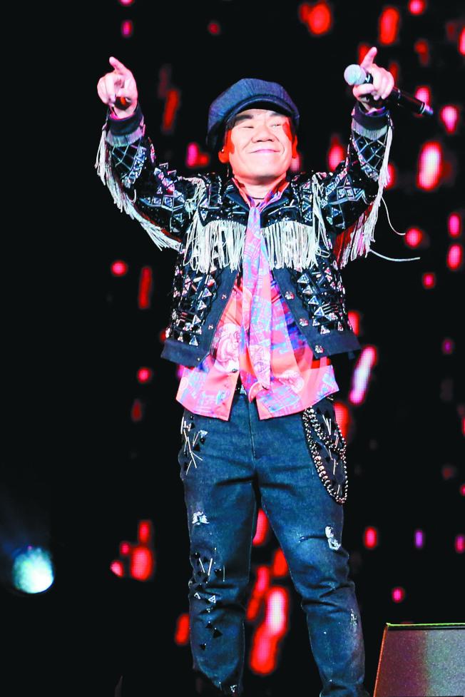 趙傳在台北舉辦老男孩30周年演唱會,歌迷聽得如癡如醉。(記者葉信菉/攝影)