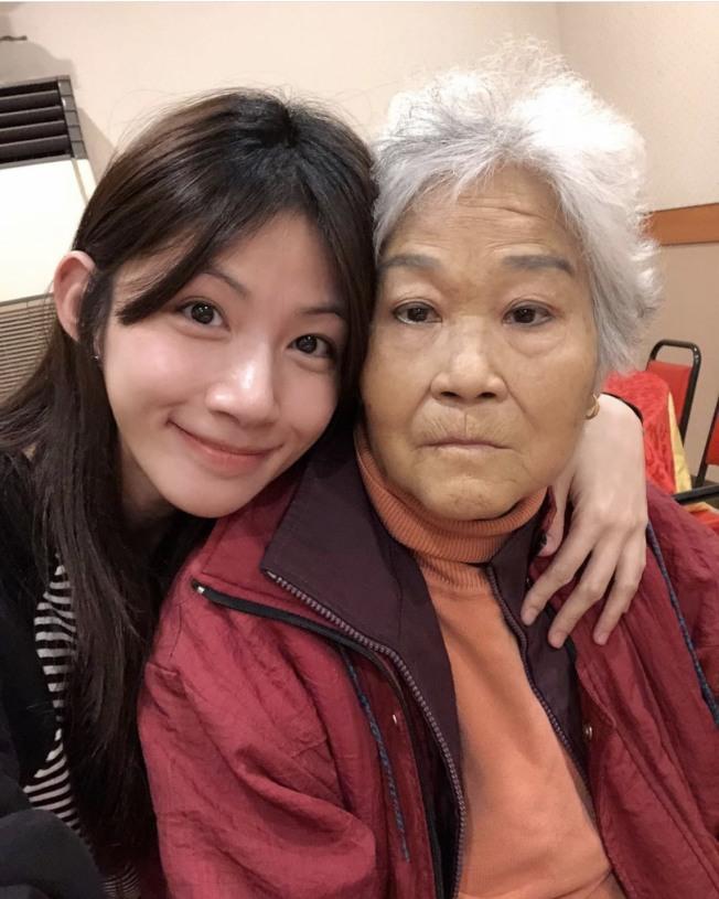 李千那痛心最親愛的奶奶過世。(取材自Instagram)