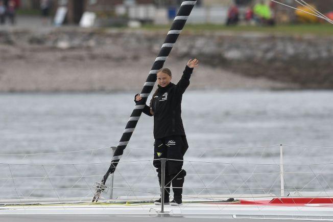 瑞典16歲環保鬥士桑柏格(Greta Thunberg),為了前往美國參加聯合國「氣候行動峰會」,在14日搭乘帆船從英國出發,以行動表現她推廣氣候變遷議題的決心,向飛行碳足跡說再見。 圖╱GettyImages