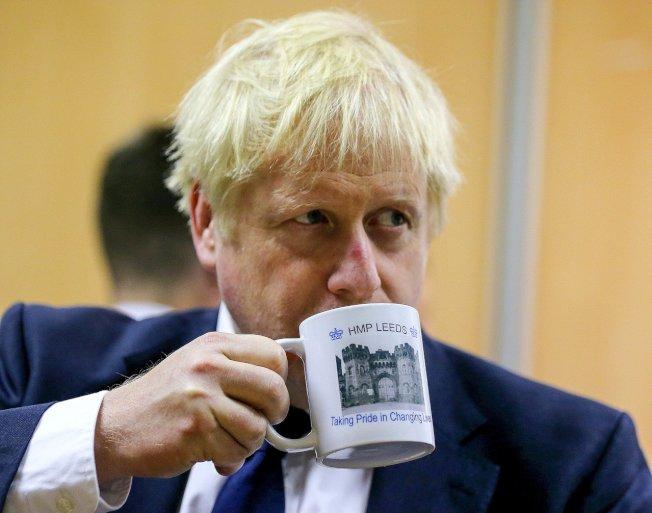 英國首相強生受到國會議員施壓,要求他立刻召回正在休假的議員並重啟議事,讓他們回到議場就脫歐議題展開攻防。 歐新社