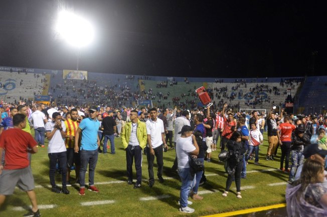 宏都拉斯兩支球會奧林匹亞(Olimpia)與莫塔瓜(Motagua)的球迷今(18日)在宏都拉斯首都德古西加巴(Tegucigalpa)國家球場(National Stadium)外爆發衝突,過程中造成3人死亡,至少10人受傷。 歐新社