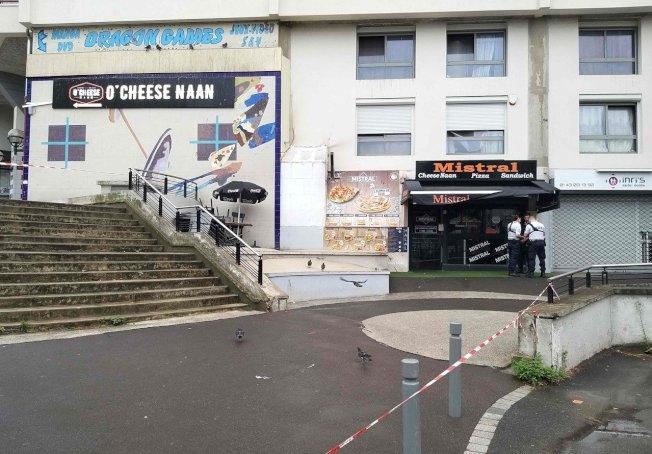 法國巴黎東郊一家快餐店的侍者遭槍擊喪生,行凶顧客據說是等三明治等太久,火大發飆開槍。圖╱GettyImages