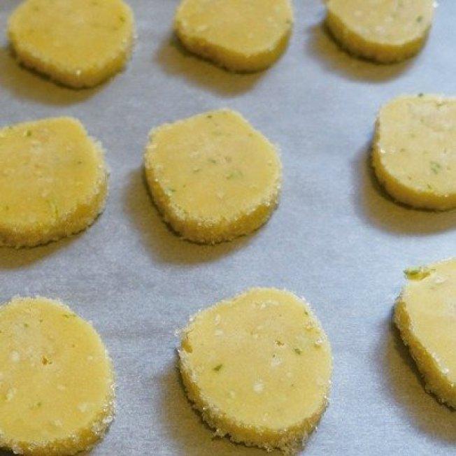 刨一點檸檬皮加入餅乾,吃起來有清新的檸檬香。圖/太陽臉