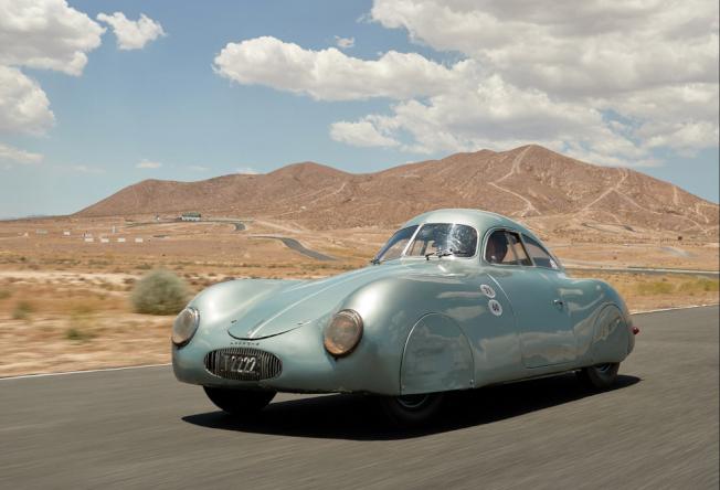 這輛原本預期可以拍出2000萬元的1930年代保時捷Type64型汽車,17日晚卻因數字發音混淆而流標。(取自蘇富比網站)