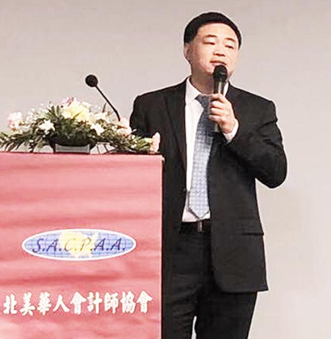 北美華人會計師協會副會長張青17日分享「海外資產申報和轉入美國的稅務問題」。(記者陳開/攝影)