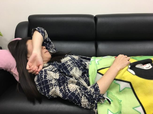 部分女性更年期後會失眠、頭暈,可求助中醫調養。(本報資料照片)