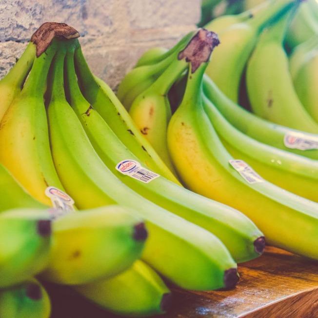 別吃沒有熟的香蕉,以免造成便秘。(取材自pexels)
