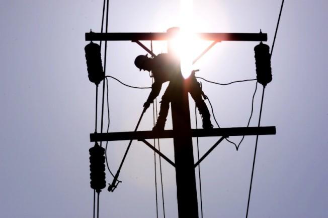 加州電力公司強制進行安全性關閉電源,恐造成仰賴電力維生的殘疾者或老人處於危險中。(洛杉磯時報)