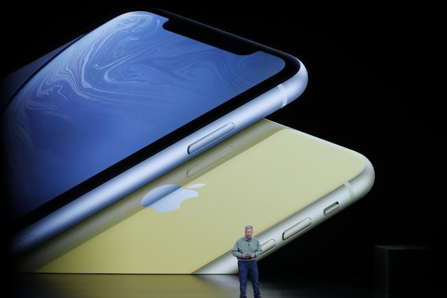 「iPhone 11系列」前鏡頭的「劉海」傳將縮小,藉此擴大螢幕使用範圍。(路透資料照片)