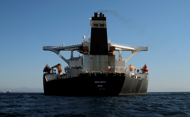 18日的照片顯示,伊朗油輪「阿德里安.達爾亞一號」已改掛伊朗國旗。路透