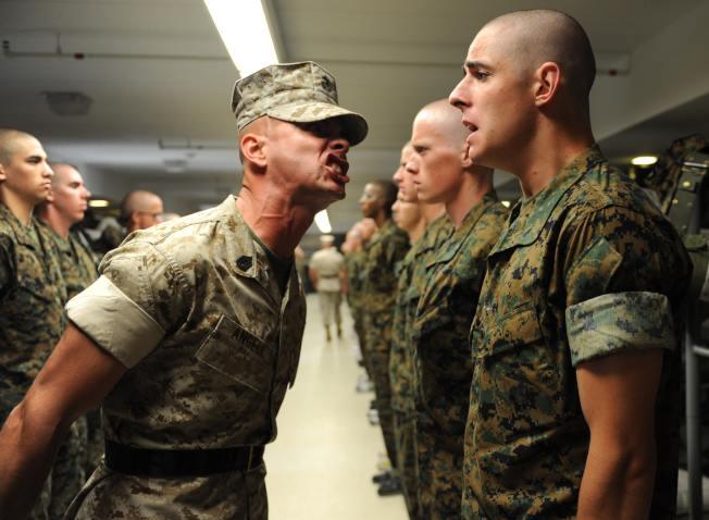 軍隊講求紀律,嚴格管理新兵。(Pexels)