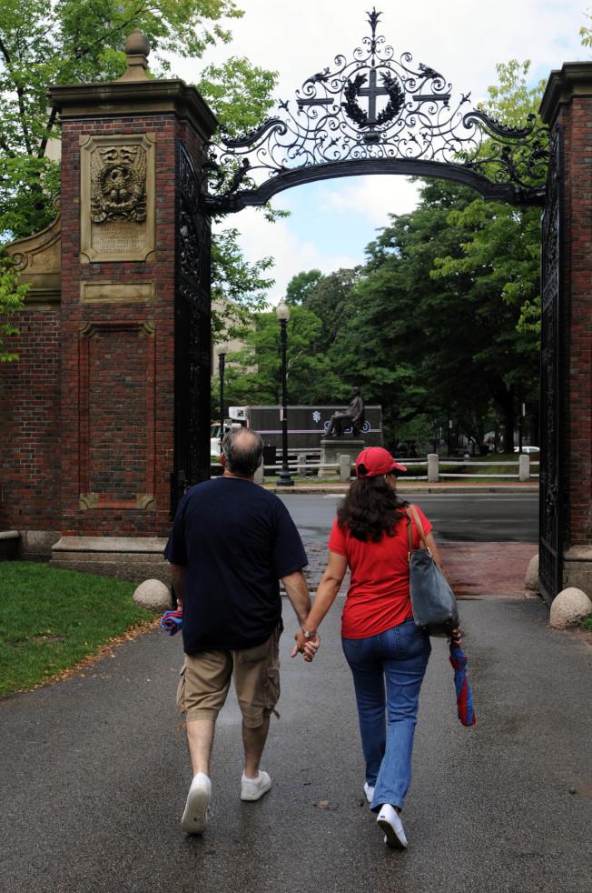 哈佛大學建議勿因擠窄門而扭曲了心理。(Getty Images)