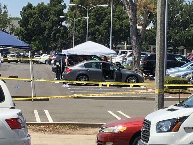 死者生前駕駛車在現場,調查人員在勘驗現場。(記者啟鉻/攝影)